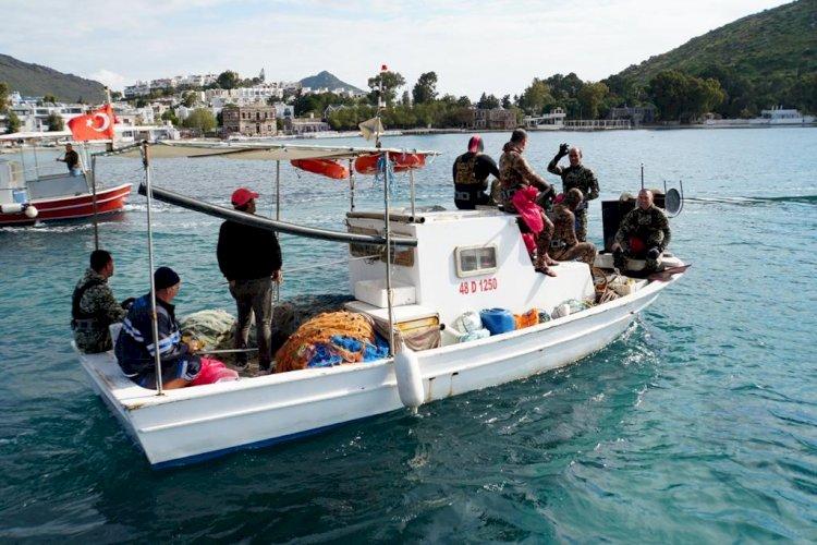 Denize En Çok Mavi Yakışır Akyarlar'da Devam Etti
