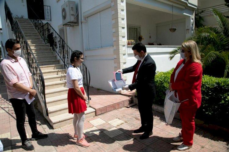 Başkan Aras, 'Ödüllü Şiir Ve Resim Yarışması'nda Dereceye Giren Öğrencileri Tek Tek Ziyaret Etti