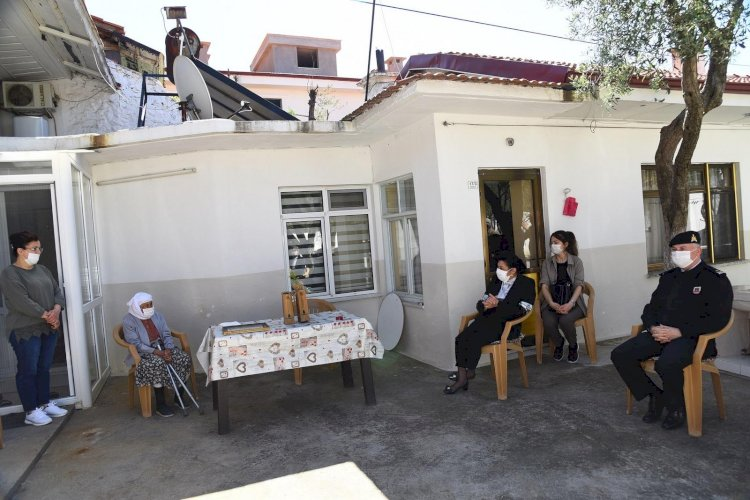 Vali Civelek'ten 102 Yaşındaki Emeti Karaağıl'a Ziyaret