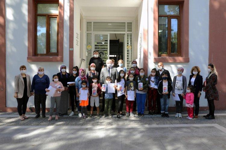 Başkan Gümüş'ten Öğrencilere Tablet
