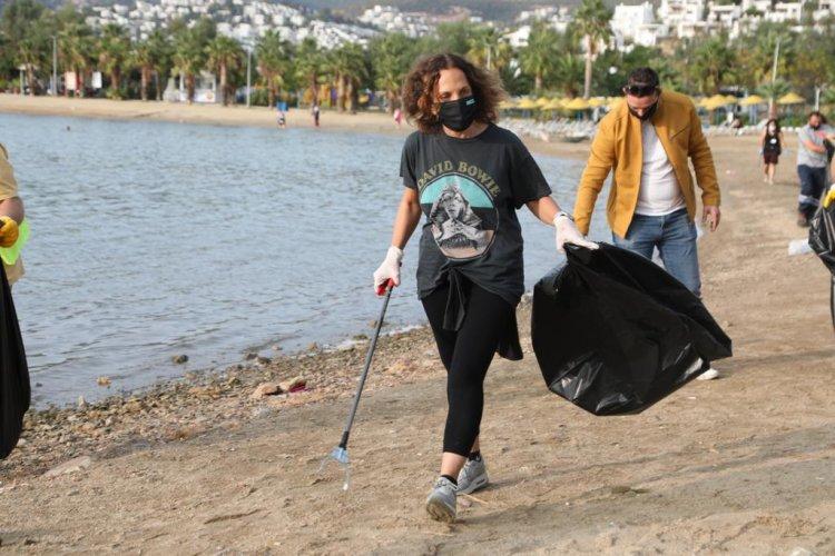 Belediyenin Kıyı Temizliğine Ünlü İsimlerden Destek