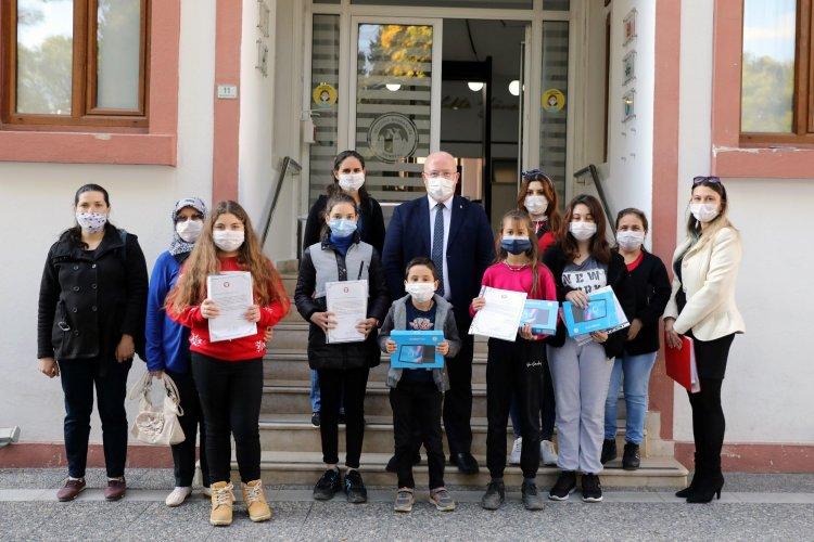 Menteşe Belediyesi Öğrencilere Tablet Dağıtmaya Devam Ediyor