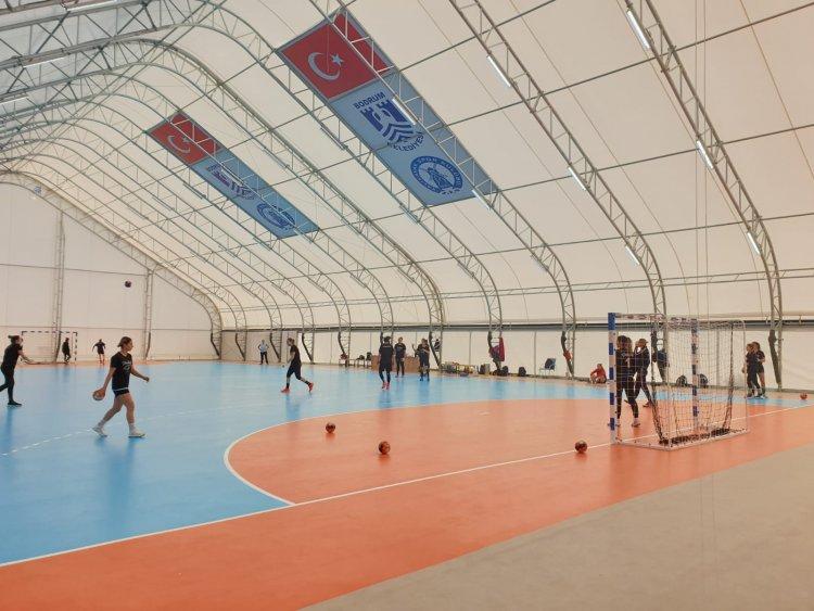 Yalıkavakspor, Yeni Salonda Antrenmanlarına Başladı