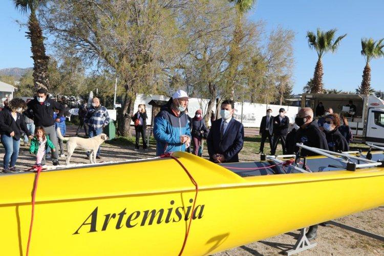 """Kürek Teknesi """"Artemisia"""" Denize İndirildi"""