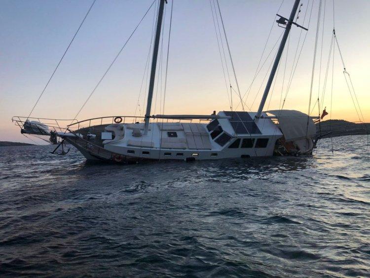 Tur Teknesi Karaya Oturdu
