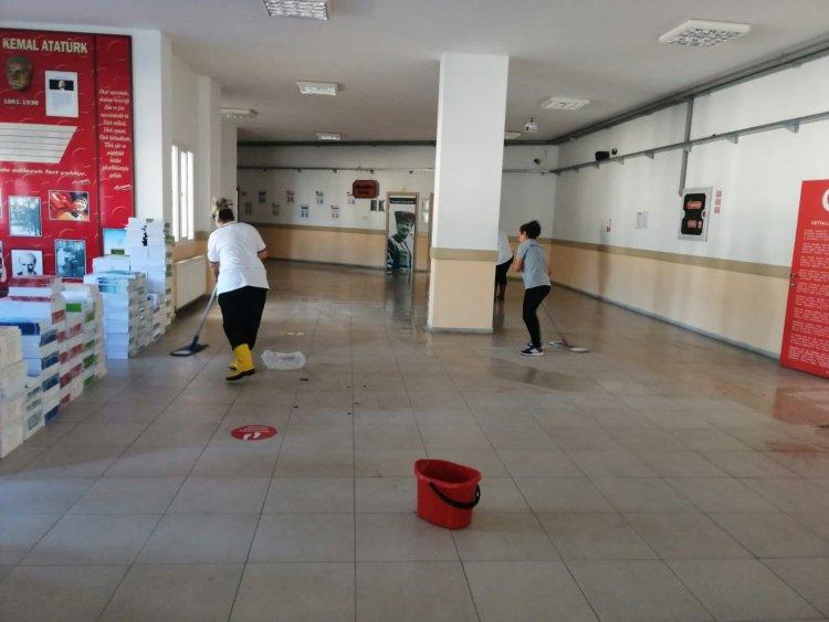 Belediye Ekipleri Okullarda Dezenfeksiyon Çalışması Başlattı
